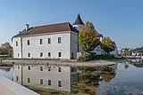 Traun Schloß mit Graben-4053.jpg
