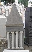 Trumpeldor Cemetery helenistic.JPG