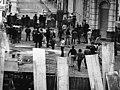 Tucumanazo. Estudiantes enfrentándose con la policía en la calle 25 de Mayo al 400, San Miguel de Tucumán. Año 1972.jpg