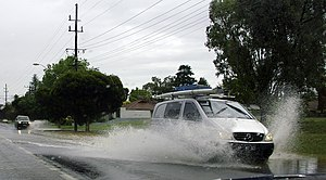 Aquaplaning - Two vehicles aquaplaning