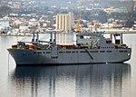 USNS Bob Hope (T-AKR 300) ĉe ankrejo en Sodharbor.jpg