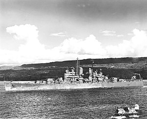 USS Denver (CL-58) enters Havannah harbour (Éfaté Island) on 22 April 1943.jpg