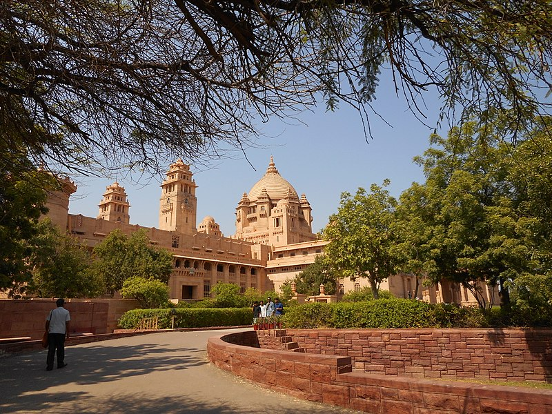 This image has an empty alt attribute; its file name is 800px-Ummaid_Bhawan_Palace_2015.jpg