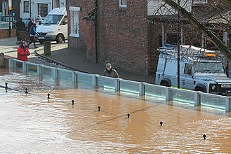 2013–14 United Kingdom winter floods - Flood protection in Upton-upon-Severn