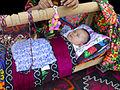 Urazmat-Bébé emmailloté à la façon ouzbek (3).jpg