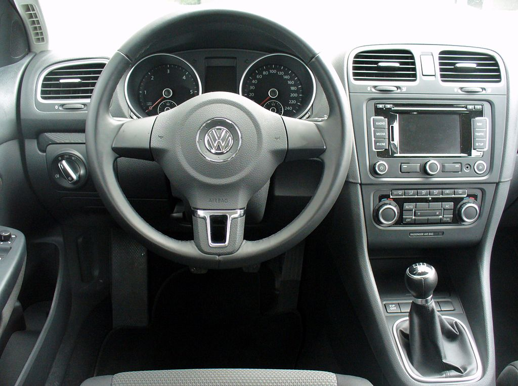 file vw golf vi variant 1 6 tdi comfortline reflexsilber interieur jpg wikimedia commons. Black Bedroom Furniture Sets. Home Design Ideas