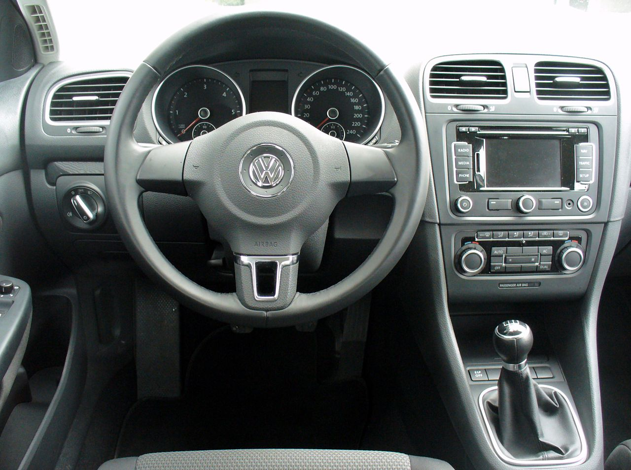 File vw golf vi variant 1 6 tdi comfortline reflexsilber for Interieur wikipedia