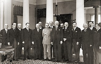 Kazimierz Bartel - Bartel's fifth cabinet, 29 December 1929. Józef Piłsudski and Ignacy Mościcki are standing in the centre.