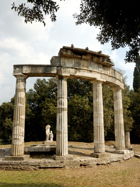 File:Venus temple villa Adriana.jpg