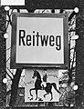 Verkeersbord voor het ruiterpad in de Prater Hauptallee Wenen, Bestanddeelnr 911-1688.jpg