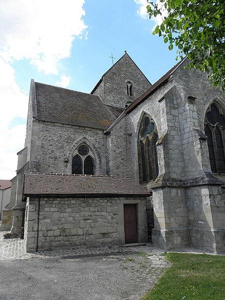 Église Saint-Rémi de Verneuil (51). Chevet et flanc sud.