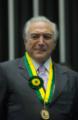 Vice-presidente Michel Temer com Medalha Mérito Legislativo 02 - cortada.png