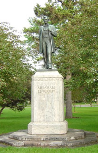 Victory Memorial Parkway - Lincoln's statue stands watch over the parkway