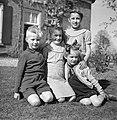 Vier kinderen voor de boerderij, Bestanddeelnr 252-1926.jpg
