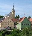 W tle - kościół par. p.w. Świętej Rodziny, 1680-1690 w Chełmsku Śl..jpg