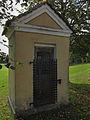 Wegkapelle mit einer Statue Johannes Nepomuks bei Dietmanns.jpg