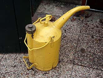 Steel and tin cans - Image: Yellow oil can