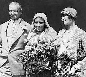 Patricia Ziegfeld Stephenson - Patricia Ziegfeld (center) with her parents  in 1930