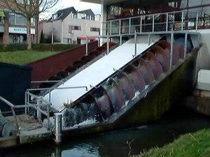File:Zoetermeer Vakgemaal De Leyens (2).ogv