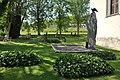 Östergarns kyrka Albatrossmonumentet Gotland.jpg