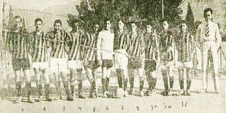 Apostolos Nikolaidis (athlete) - With the football team of AEK (on the right)