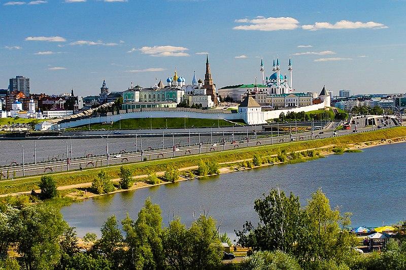 File:Казанский кремль. Панорама с колеса обозрения.jpg