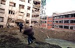 Нато бомбе срушиле зграде у насељу Детелинара и оштетиле ОШ Светозар Марковић Тоза.jpeg