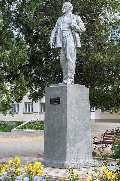 File:Памятник В.И. Ленину в селе Коноково.jpg