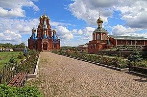 Пелагеївський Свято-Михайлівський монастир, головний храм та зимовий (праворуч).jpg