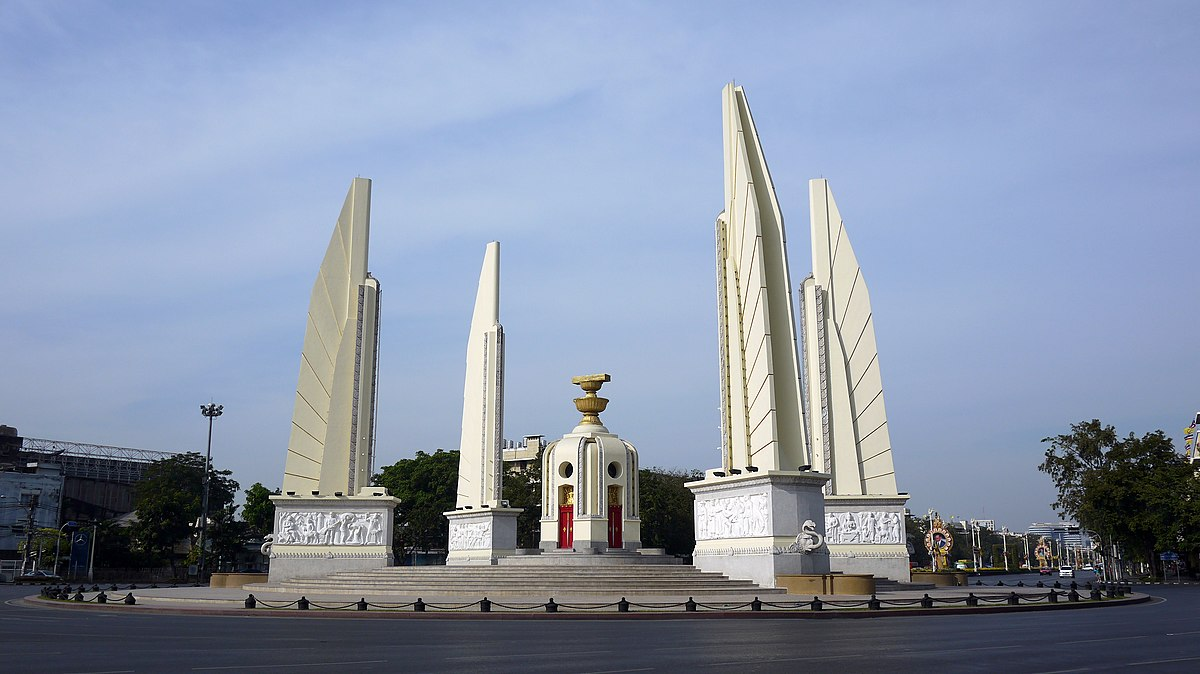 Democracy Monument - Wikipedia