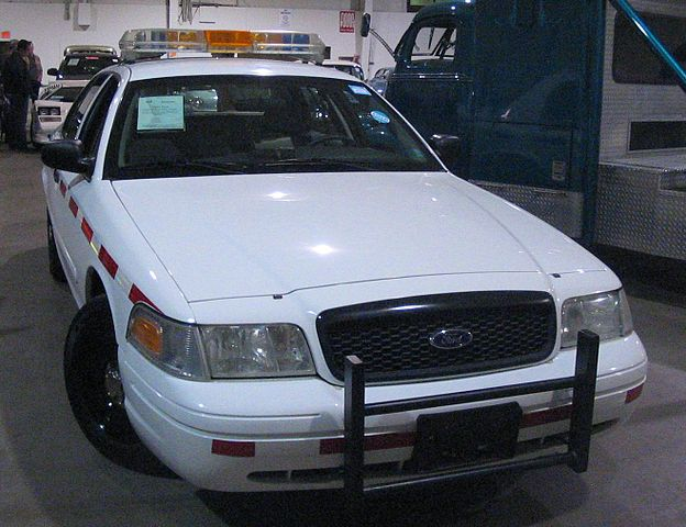 Police Car Auction Toronto >> File:'03 Ford Crown Victoria Police Interceptor (Toronto ...