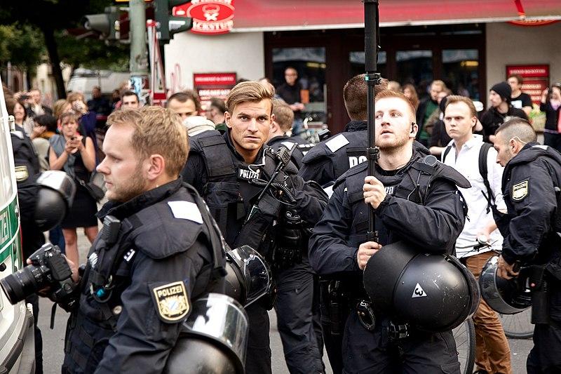 Datei:-Ohlauer Räumung - Protest 27.06.14 -- Wiener - Ohlauer Straße (14549442343).jpg