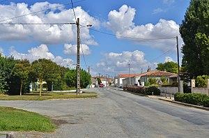 Ballon, Charente-Maritime - Image: 011 Ballon ( 17290 )