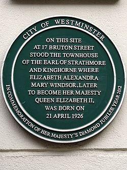 Photo of Elizabeth II green plaque