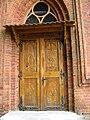 2011-08 121 Kłodzino, kościół Narodzenia NMP (Klotzen Kirchenportal).jpg