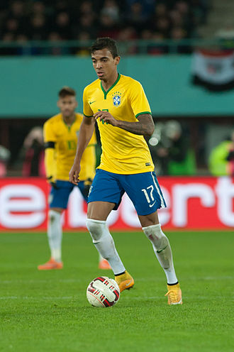 Luiz Gustavo - Luiz Gustavo guards the ball playing for Brazil, in an friendly match against Austria in 2014.