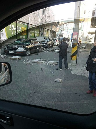 2017 Pohang earthquake - Crumbled walls piled on damaged cars in Pohang, South Korea