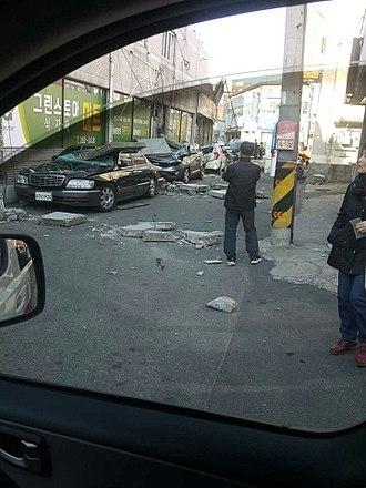 2017 Pohang earthquake - Image: 2017 Pohang earthquake car damage