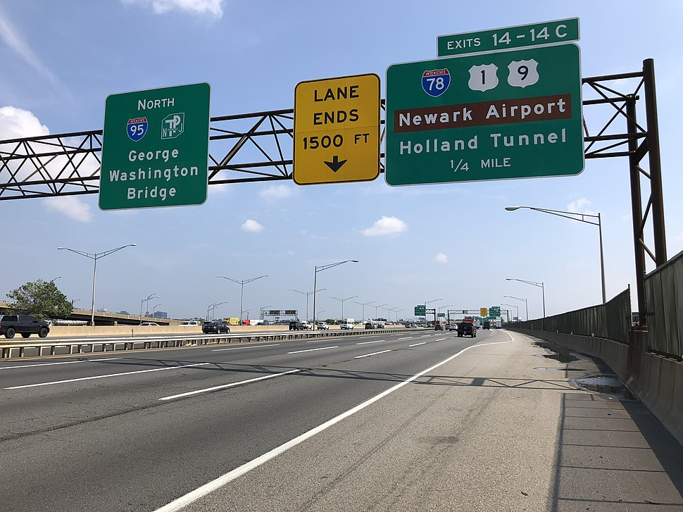 2018-07-16 10 40 30 View north along Interstate 95 (New Jersey Turnpike) just south of Exit 14-14C (Interstate 78, U.S. Route 1, U.S. Route 9, Newark Airport, Holland Tunnel) in Newark, Essex County, New Jersey