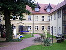 Altes städtisches Krankenhaus mit Waschhaus, Garten und Hofbereich
