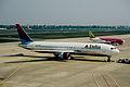 407by - Delta Air Lines Boeing 767-300, N180DN@TXL,07.05.2006 - Flickr - Aero Icarus.jpg