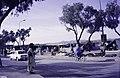 ASC Leiden - van Achterberg Collection - 14 - 08 - Les piétons passent devant les étals et les tentes de la foire annuelle - Tamanrasset, Algérie - 1984.jpg