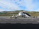 A 321 in Parkposition auf dem Flughafen von Madeira.jpg