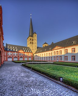 Abtei Brauweiler Innenhof 01