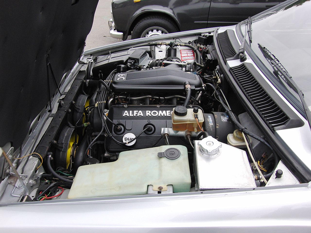 File:Alfa Romeo GTV6 engine bay.jpg