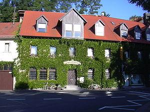 """Ältestes Gasthaus """"Max"""" (1744 erwähnt), seit 1995 Fremdenpension """"Zur Brezel"""""""