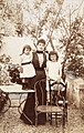 Ancienne collection François Émile-Zola - Jeanne Rozerot et leurs deux enfants Denise et Jacques 01.jpg