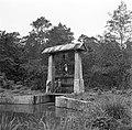 Arbeiders bij een sluis in de polder van Nickerie, Bestanddeelnr 252-5560.jpg