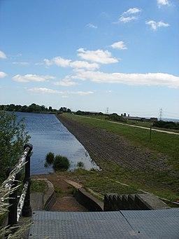 Ardsley Reservoir Dam - geograph.org.uk - 838824