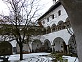 Arkadenhof Schloss Weyer.JPG